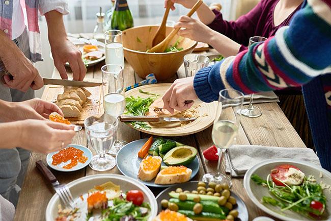 Zusammen Kochen in der Gruppenunterkunft